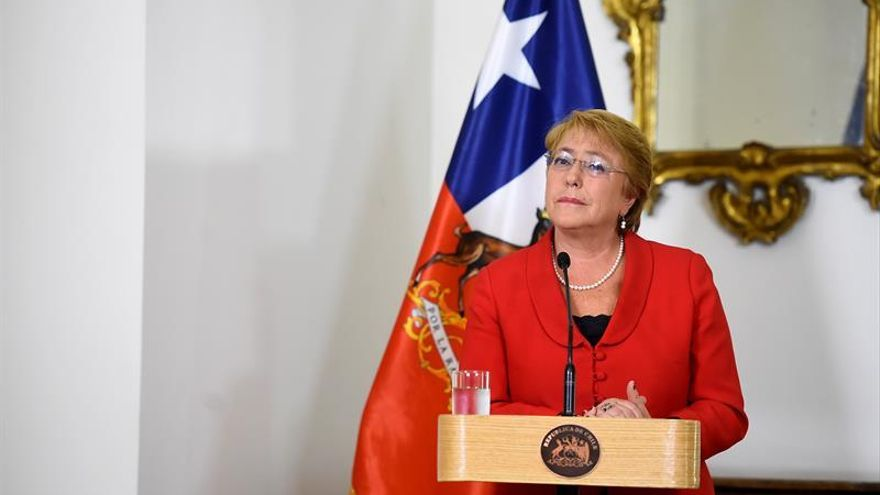 """Bachelet pide que """"dejen tranquila"""" a su hija tras polémica por compra de terrenos"""