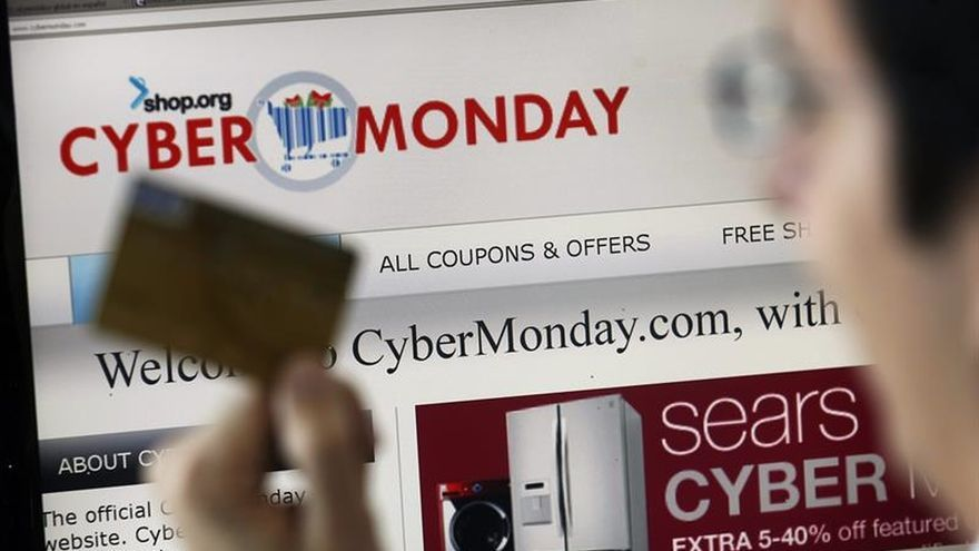 """Los minoristas celebran el """"ciberlunes"""" en busca de un nuevo récord de ventas"""