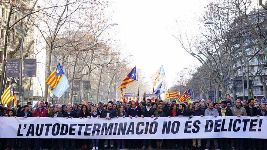 La cabecera de la manifestación ha reunido a los principales líderes soberanistas
