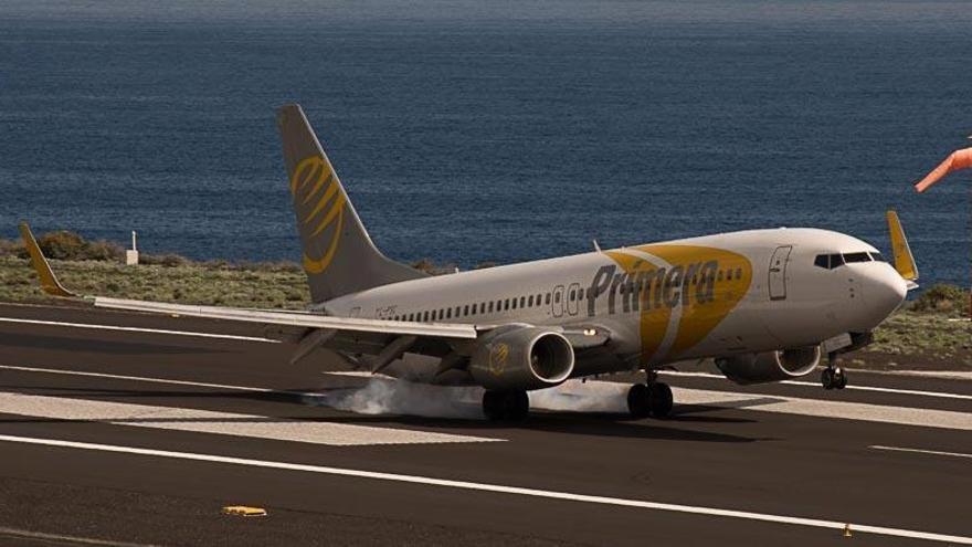 Imagen de archivo de un avión en el Aeropuerto de Mazo.