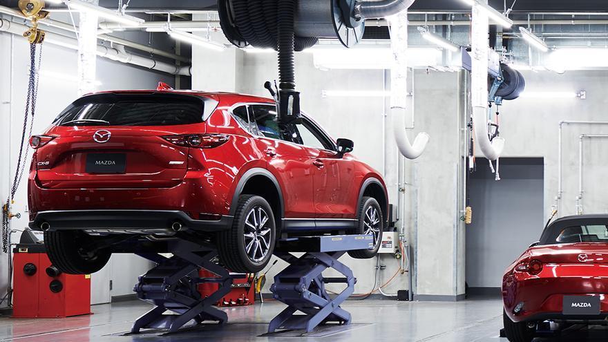 Taller de un concesionario de la red Mazda.