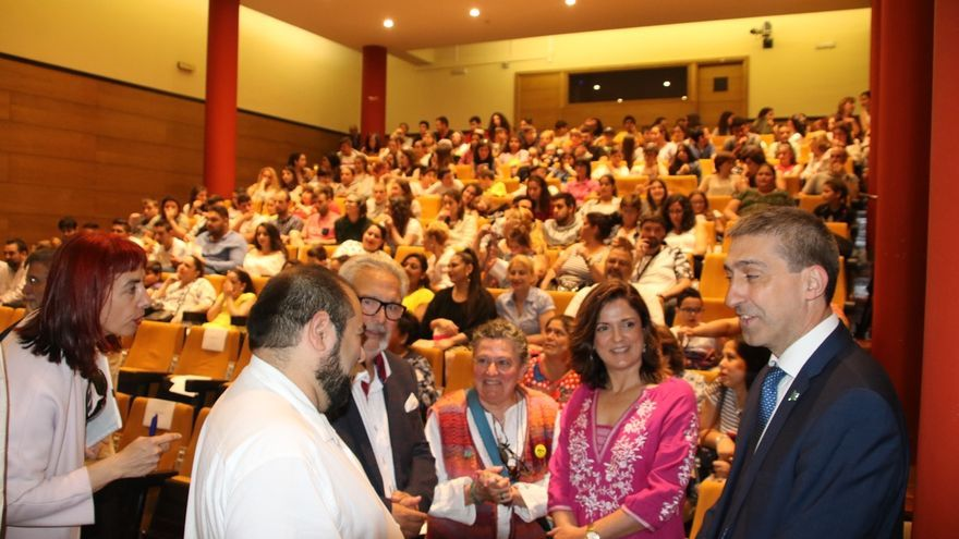 "Artolazabal anima a la juventud gitana de Gipuzkoa a ""seguir estudiando"" y lograr una ""plena integración"""