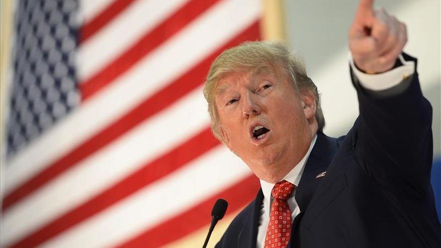 Trump permitió que echaran de uno de sus mítines a una mujer con hijab.