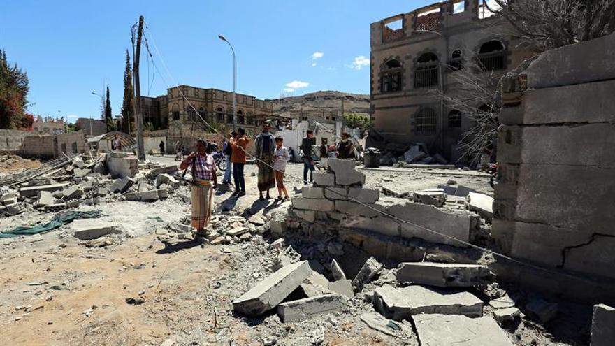 Al menos 25 muertos en un bombardeo de la coalición a mercado cerca de Saná