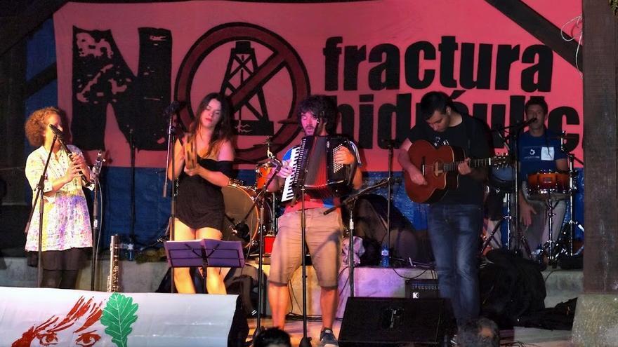 Actuación de Garma durante una edición pasada del Festival Folk de Borleña.| SEL DEL PAS
