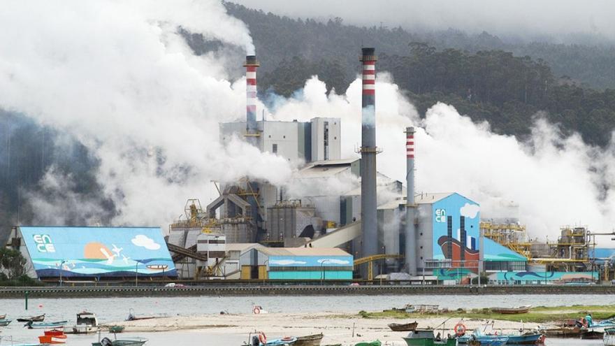 Fábrica de ENCE, en la ría de Pontevedra