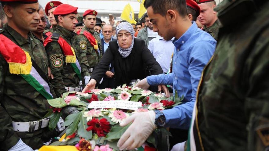 Laila Ghannam durante el funeral de Mohammed al-Rimawi, fallecido en septiembre durante una operación de las fuerzas armadas de Israel.
