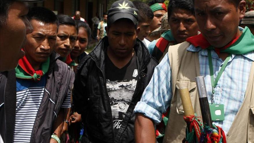 Cárcel y latigazos para los guerrilleros que asesinaron a dos indígenas en Colombia