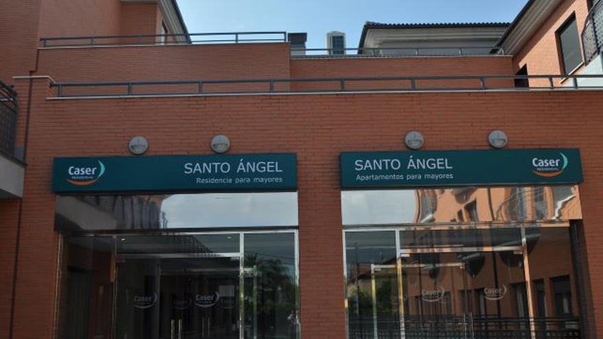 Entrada de la residencia en Santo Ángel