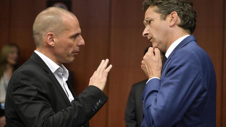 La Comisión Europea presenta un acuerdo para Grecia con un desembolso parcial