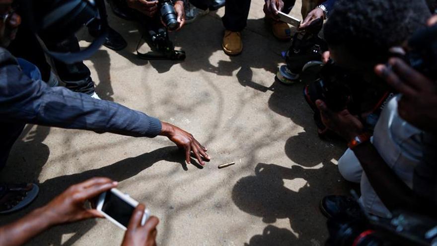 La Policía usa gas lacrimógeno contra manifestantes y periodistas en Nairobi