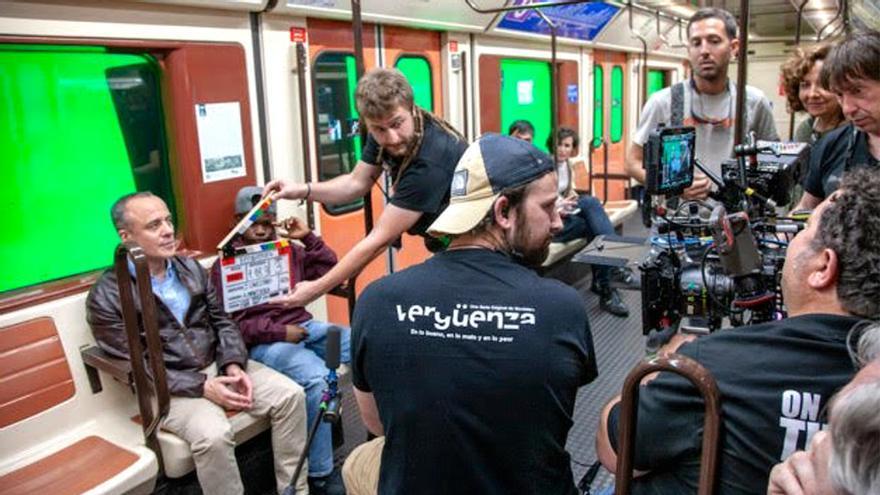 """'Vergüenza' pide a fans salir en la serie a cambio de un bocadillo y los sindicatos hablan: """"Menosprecian la profesión"""""""