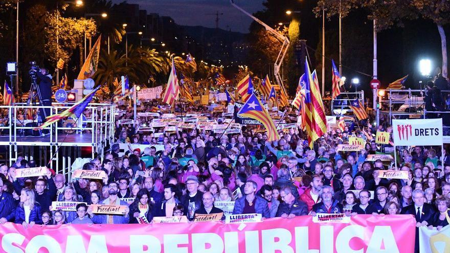 Pancarta 'Somos república' de la manifestació por los presos en Barcelona durante el acto final