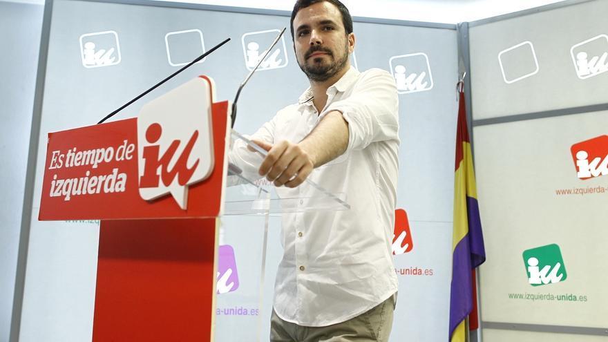 """Alberto Garzón critica el """"sí pero no"""" de Rajoy con la investidura y le advierte que incumple la Constitución"""