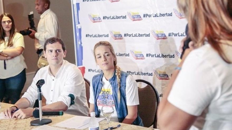 """Un emocionado Rivera escucha los testimonios de familiares de venezolanos represaliados: """"Hay una crisis de humanidad"""""""