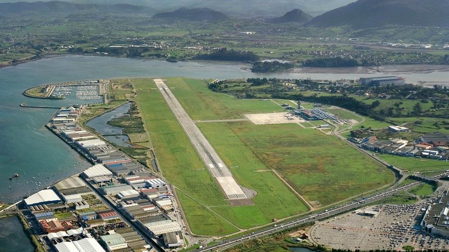 Archivo - Vista aérea del aeropuerto