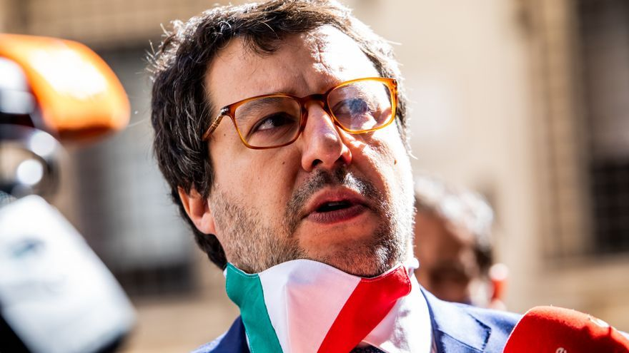 Matteo Salvini, líder del partido Lega Nord, habla con los medios de comunicación al llegar al Senado italiano para asistir a la sesión de debate y votación de la moción de censura contra el Ministro de Justicia Alfonso Bonafede.