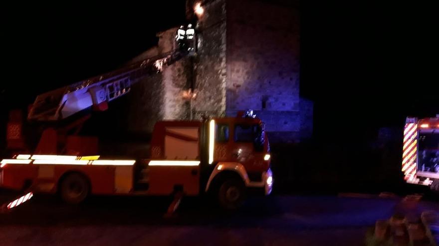 Se incendia la caja de fusibles de una iglesia de Voto por un cortocircuito