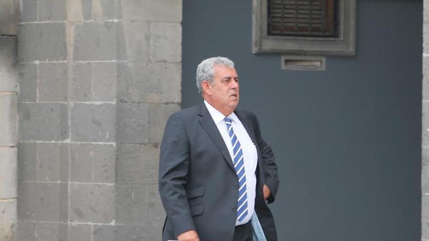 José Luis Mena, exjefe de Urbanismo del Ayuntamiento de Telde, a su salida de los juzgados. (ACOIDÁN DÍAZ)