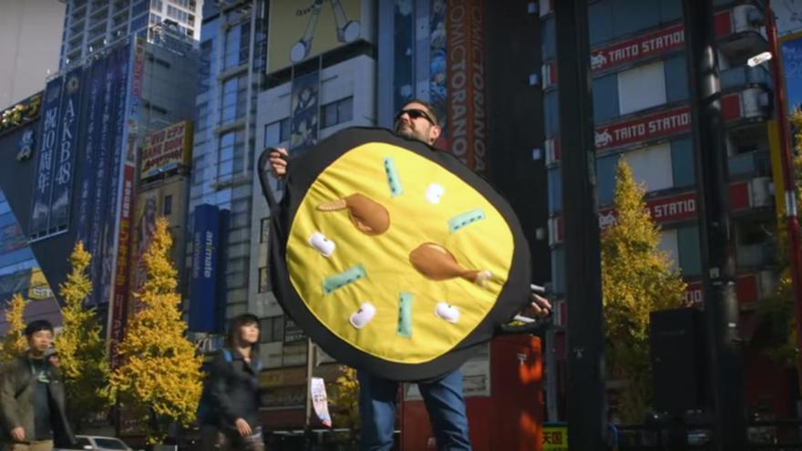 Eugeni Alemany durante su visita a Japón para promocionar el #paellaemoji
