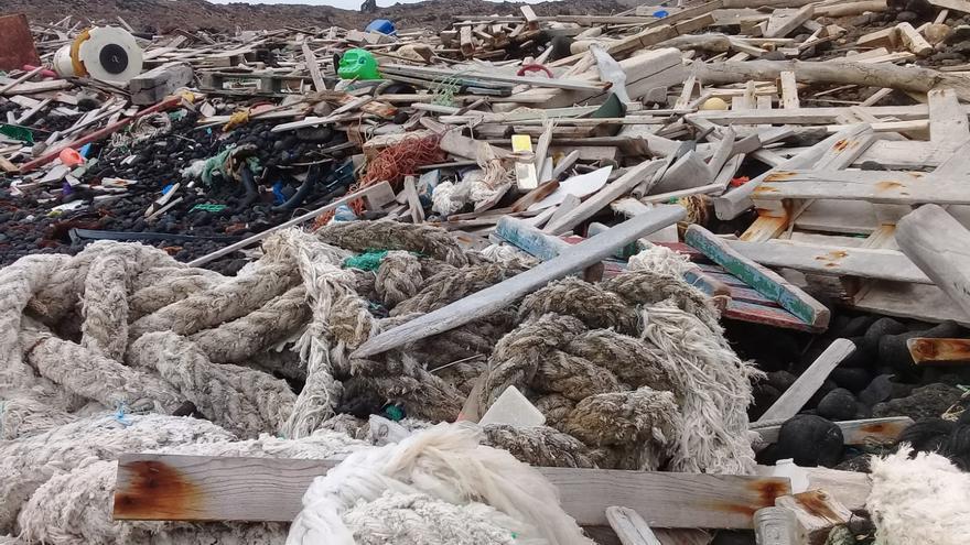 Alegranza: una isla virgen habitada por la basura