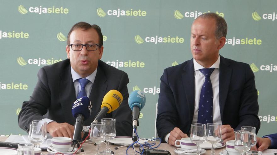 José Manuel Garrido y Manuel del Castillo, en la exposición de los resultados de Cajasiete, este martes