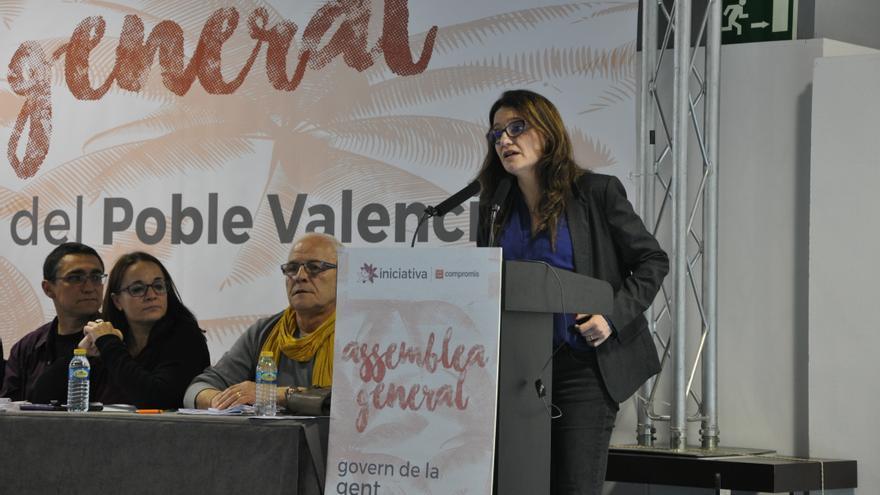 Mónica oltra se dirige a la asamblea general de Iniciativa del Poble Valencià celebrada en Elche.