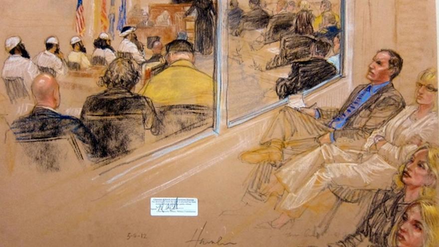 Dibujo de una de las vistas preliminares de un juicio militar en Guantánamo el 5 de mayo de 2012. Las fotografías de las audiencias están prohibidas. Copyright: JANET HAMLIN/AFP/GettyImages