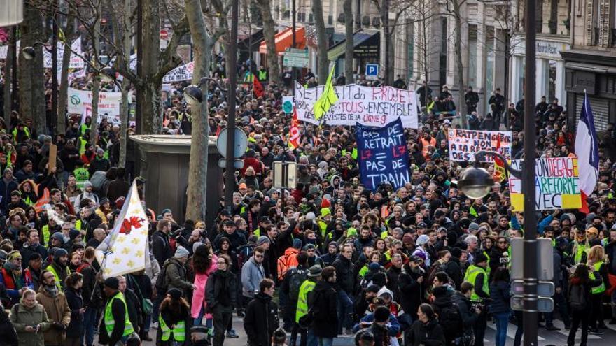 Francia afronta otra jornada de huelga masiva contra la reforma de pensiones