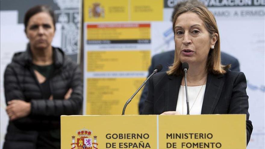 """Pastor reitera que el Gobierno apoyará """"siempre"""" a las víctimas del Alvia"""
