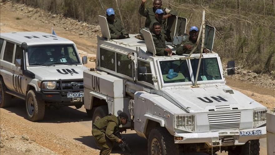 Cientos de cascos azules de la ONU abandonan Siria y entran en Israel