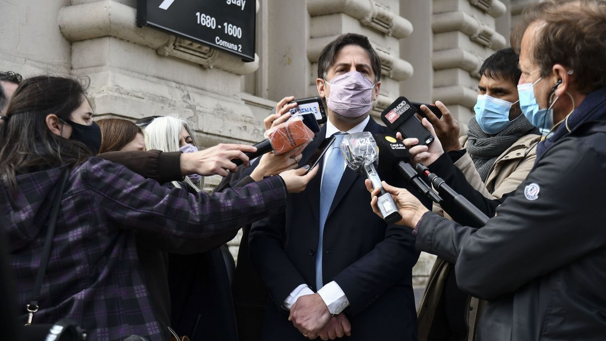 El ministro de Educación, Nicolás Trotta, a la salida de la reunión por la paritaria docente.