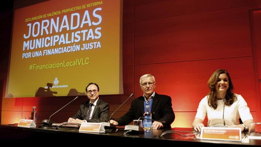 La socialista Sandra Gómez junto al alcalde de Valencia, Joan Ribó