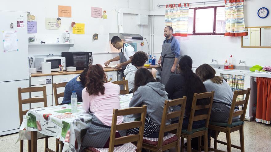 Alumnos en una de las clases del programa de Transición a la Vida Adulta de Restauración. / Fernando Sánchez