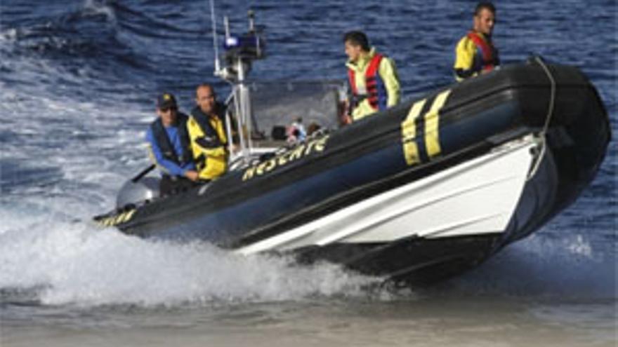 Buscan a un hombre que cayó al mar en Puerto del Carmen