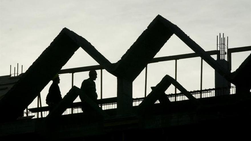 La construcción firma una subida salarial del 1,9 %, sin cláusula de revisión