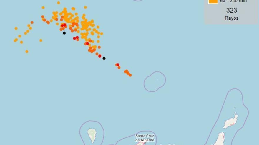 Registrados más de 300 rayos caídos cerca de Canarias en solo 4 horas