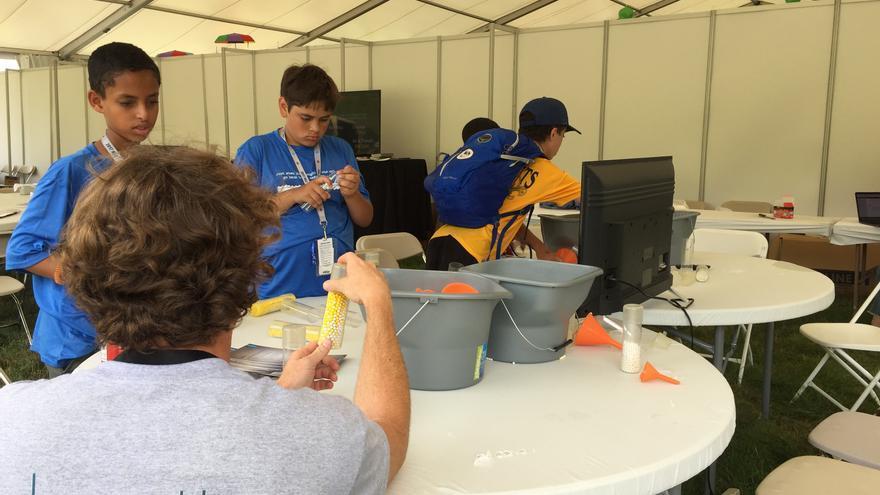 Los estudiantes idean los experimentos que lanzarán al espacio
