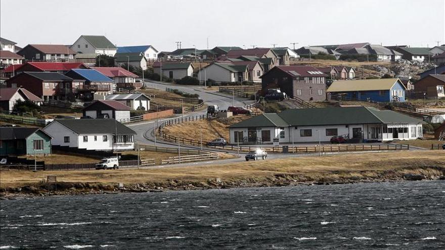 Argentina extiende su reclamo sobre las Malvinas al transporte público