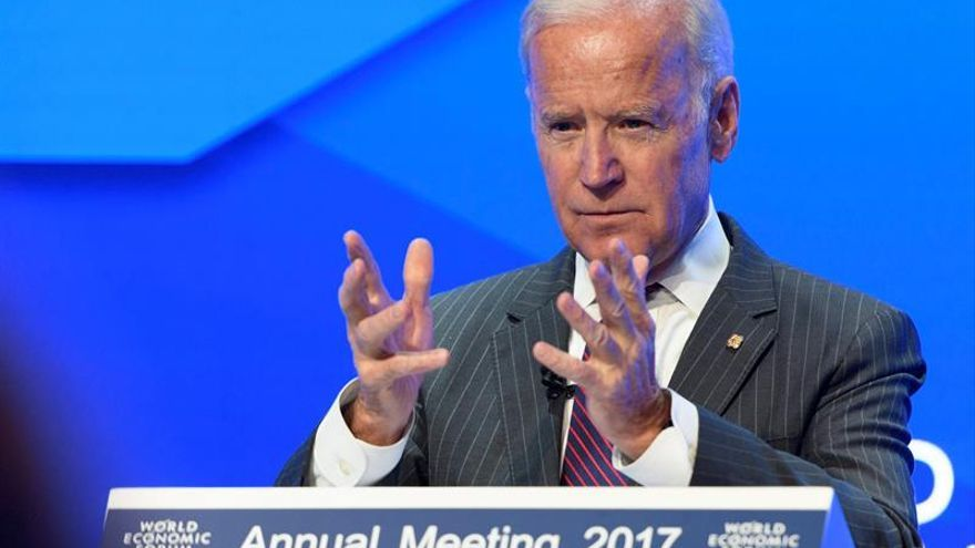 Biden alerta contra ataques a medios y a la Justicia sin mencionar a Trump