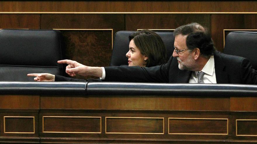 Soraya Sáenz de Santamaría y Mariano Rajoy, en el debate de investidura del 2 de marzo de 2016.
