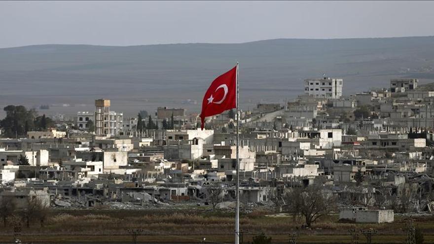 Los kurdos avanzan rápido por periferia de Kobani donde controlan 156 pueblos