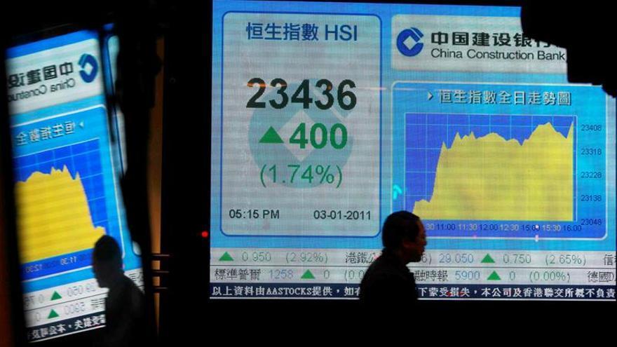 La Bolsa de Hong Kong sube un 2,47 % a media sesión