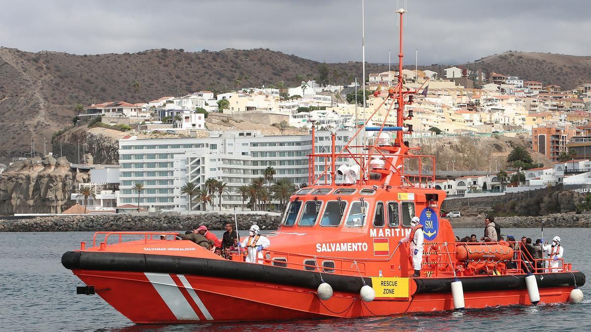 Salvamar Menkalin, en el puerto de Arguineguín