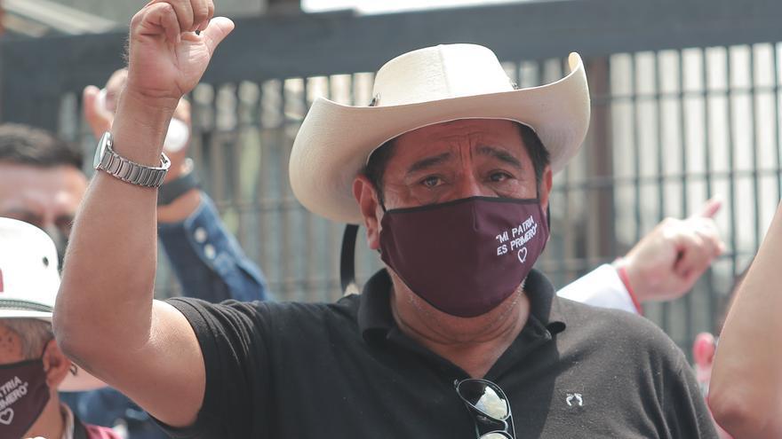 Partido gobernante de México arrecia ataques contra autoridad electoral