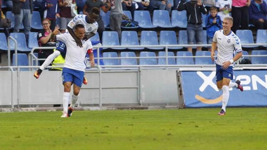 Suso Santana celebra un gol