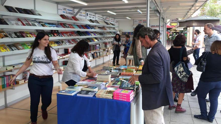 Valencia acoge la cuarta edición de la Plaça del Llibre