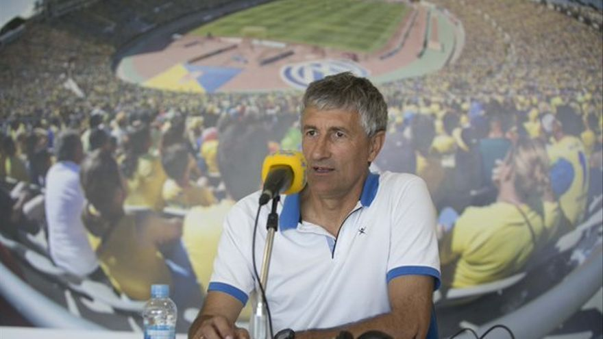 El entrenador de la UD Las Palmas, Quique Setién, en la emisoria oficial del club. (Twitter oficial UD Las Palmas).