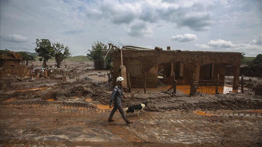 Recuperan el cadáver de la decimotercera víctima de la riada de lodo tóxico en Brasil