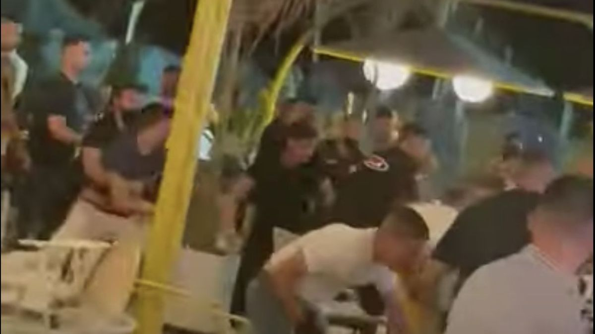 Imágenes de la pelea de un grupo de jóvenes en una terraza del Holidayworld, en el sur de Gran Canaria